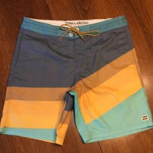 Billabong men's size 32 Board shorts